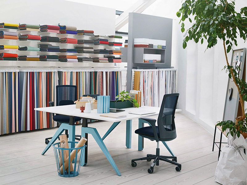 b rostuhl mit netzr ckenlehne hag futu mesh design in l beck. Black Bedroom Furniture Sets. Home Design Ideas